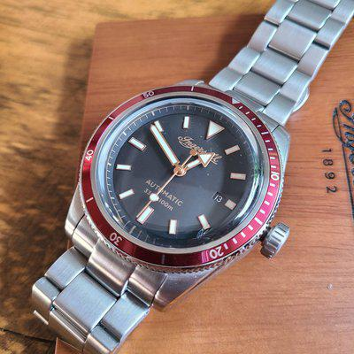Ingersoll Scovill Automatic watch Silver Red