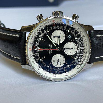 Beautiful Breitling Navitimer 01 43mm complete in box with warranty