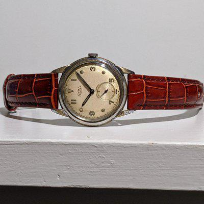 FS - 1940s Cyma Triplex with odd-numbered dial – SERVICE REQUIRED - $85