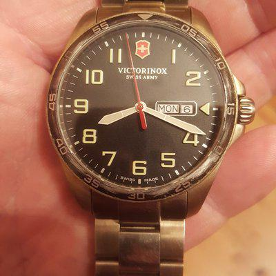 ***Gone to a new home***Victorinox Field Force