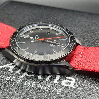WTS: Alpina Alpiner Shadow 44mm Automatic with bracelet