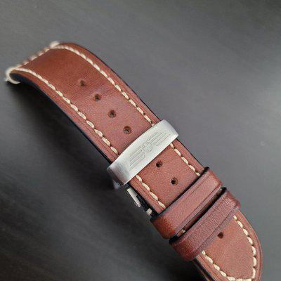 [WTS] 22mm OEM Victorinox leather strap with deployant clasp and spring bars