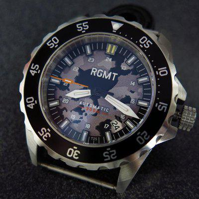 TRADED - RGMT Dive watch comouflage dial with bracelet and full kit