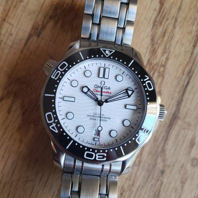 Omega Seamaster Diver 300M white with Bracelet and OEM rubber/ 2021 AD purchased