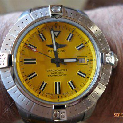 Breitling Avenger Seawolf, Yellow Dial, 45MM, A17319101I1A1, UNWORN !! Xtra strap