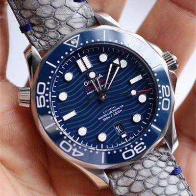 FS : Distressed grey ostrich leg with minimal navy blue stitching on Omega Seamaster 300m