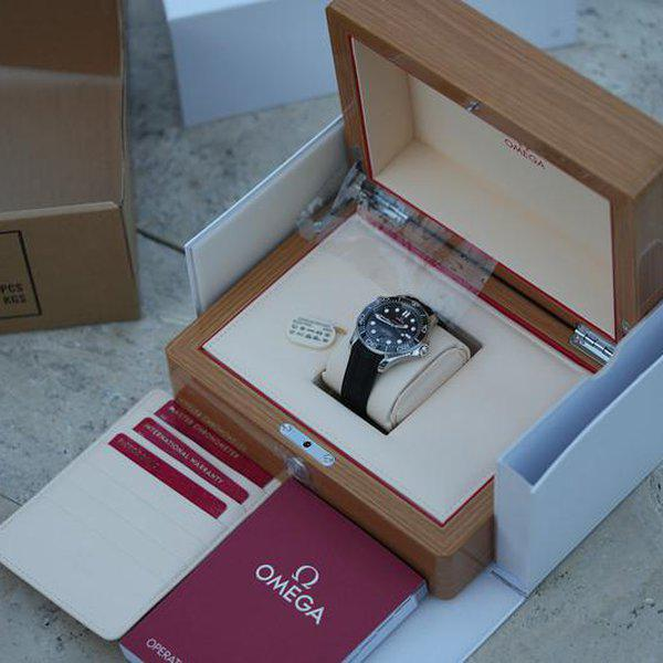 FS: Unworn Omega Seamaster Diver 300m Co-Axial Master Chronometer 42mm 210.32.42.20.01.001. 2