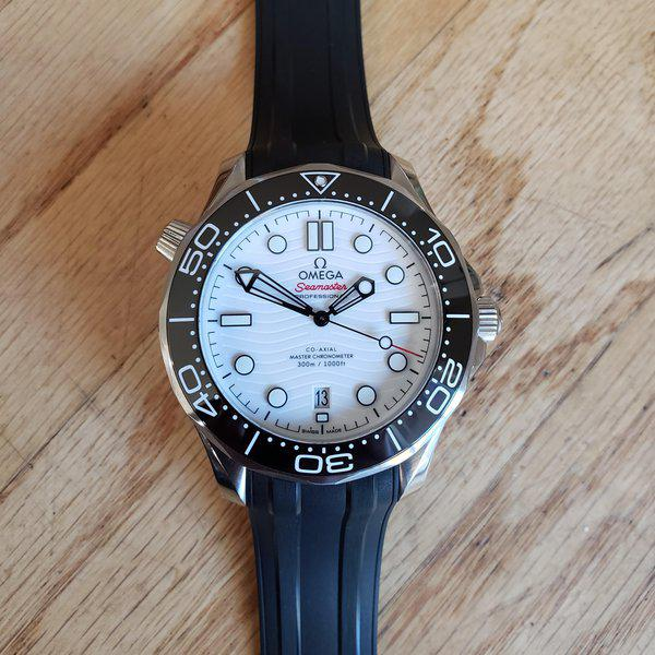 Omega Seamaster Diver 300M white with Bracelet and OEM rubber/ 2021 AD purchased  2