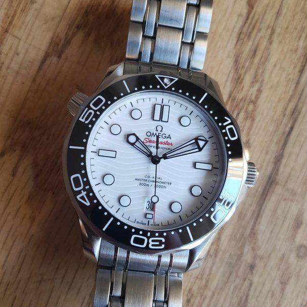 Omega Seamaster Diver 300M white with Bracelet and OEM rubber/ 2021 AD purchased  1