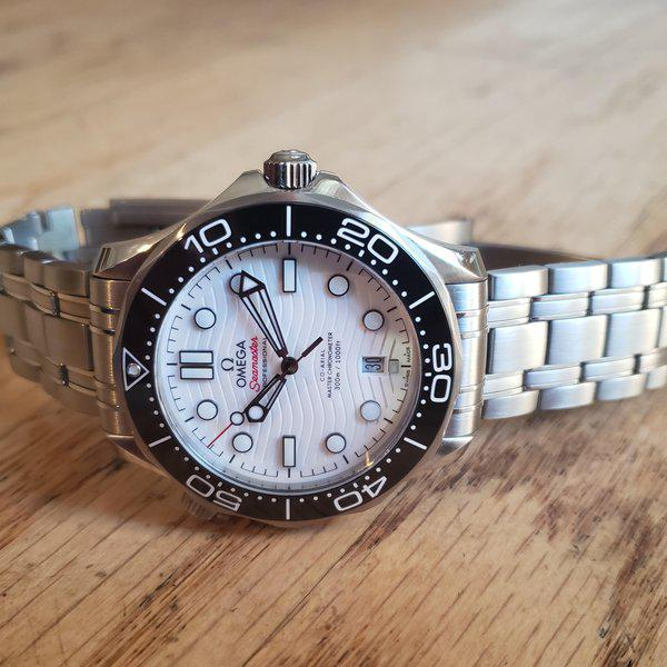 Omega Seamaster Diver 300M white with Bracelet and OEM rubber/ 2021 AD purchased  3