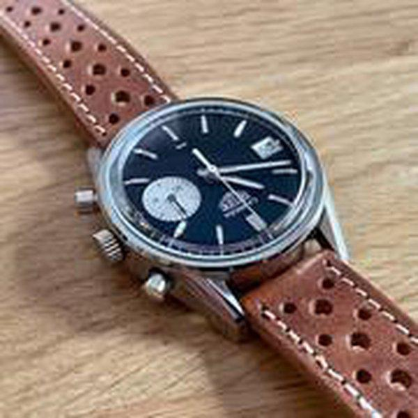 FS: Hodinkee / Heuer Carrera Dato Limited Edition of 250 - Full Kit w/ racing strap and vintage Heuer buckle 4